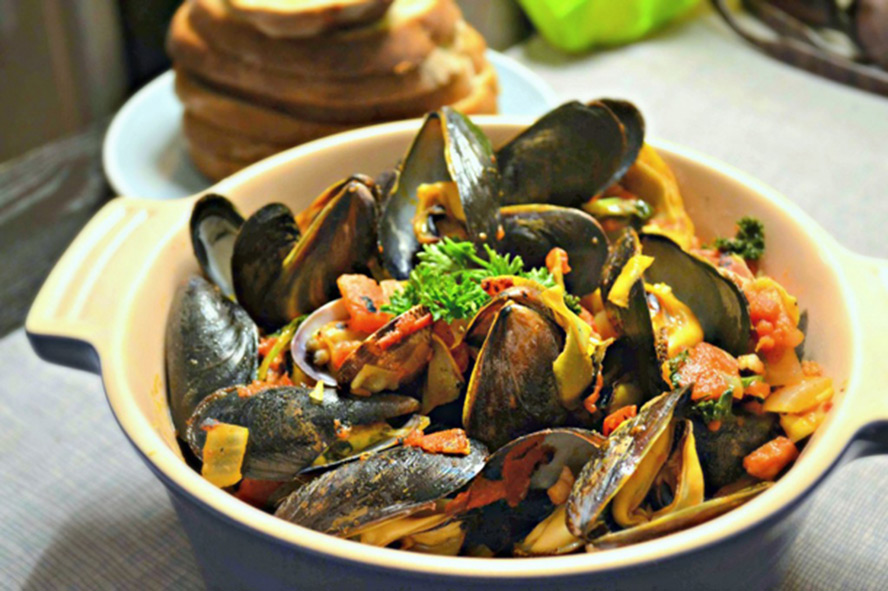 Mussels-with-Spicy-Vodka-Tomato-Sauce