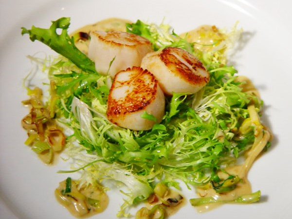 seared scallops with tarragon butter sauce stock photo seared scallops ...