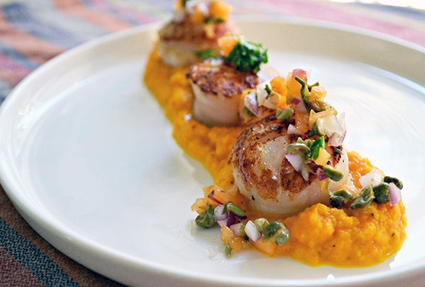 scallops with apricot sauce scallops front view scallops with apricot ...