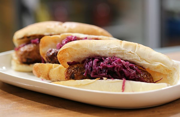 Beer-Glazed Bratwurst with Red Cabbage Slaw