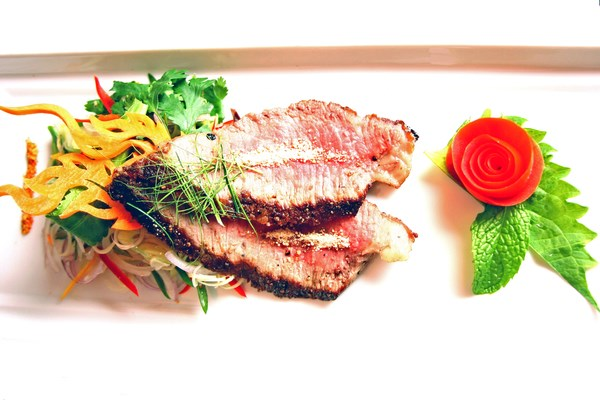 Nua Nam Tok [Spicy Grilled Beef Salad)