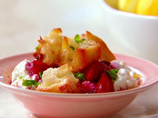 Ricotta with Vanilla-Sugar Croutons and Berries