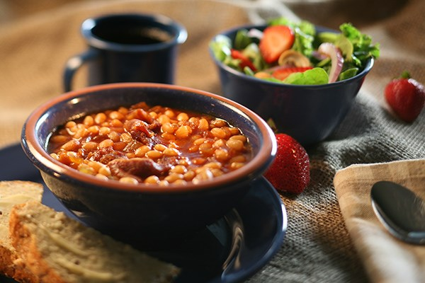 Slow Cooker Baked Beans with Multigrain Bread