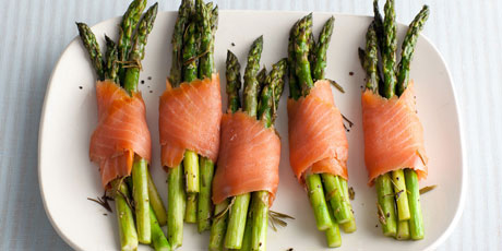 Giada's Asparagus and Smoked Salmon Bundles
