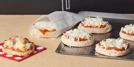 English muffin pizzas recipes food network canada english muffin pizzas print recipe forumfinder Choice Image