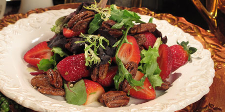 Candied Pecan and Strawberry Salad