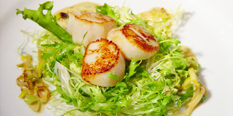 Pan Seared Scallops with Leek and Tarragon Creme