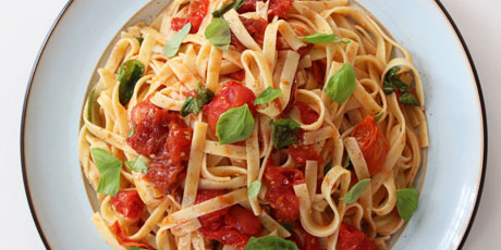 Slow-Cooked Tomato and Garlic Fettuccine