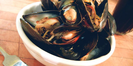Steamed Mussels with Irish Stout and Black Pepper