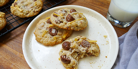 The ultimate canadian kitchen sink cookie recipes food for Food network 50 bar cookie recipes