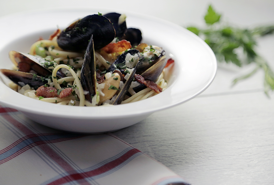 Quick Canadian Dinner: Linguine with Bacon, Beer and PEI Mussels