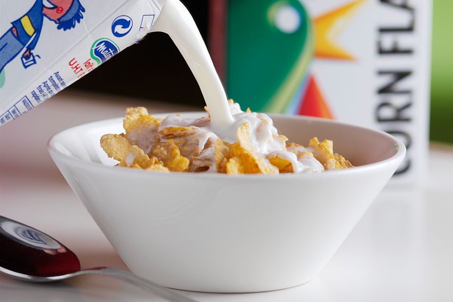 milk-pour-over-cereal