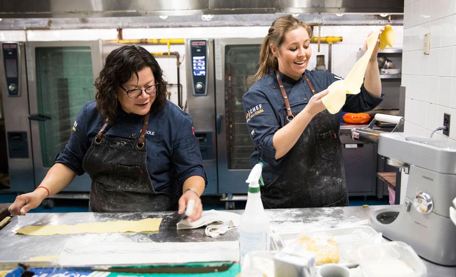 Top-Chef-Canada-Finale-Andrea-helping-Nicole