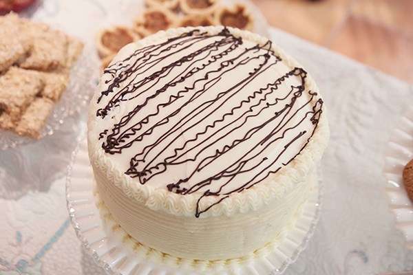 smooth cream cheese icing wedding cake 40 recipes for wedding cakes food network canada 20253