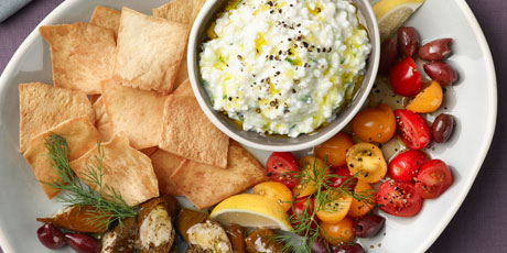 Cottage-Cheese Tzatziki Mezze Plate