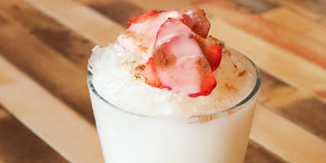 Raspado de Horchata con Fresas (Strawberry-Horchata Shaved Ice)
