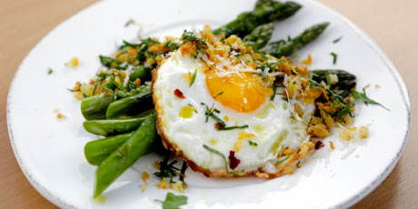 Pan-Roasted Asparagus with a Crispy Fried Egg