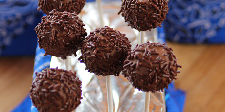 Dark Chocolate Brownie Pops