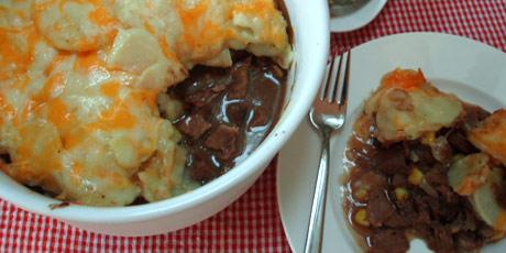 剩烤牛肉和扇贝烤土豆
