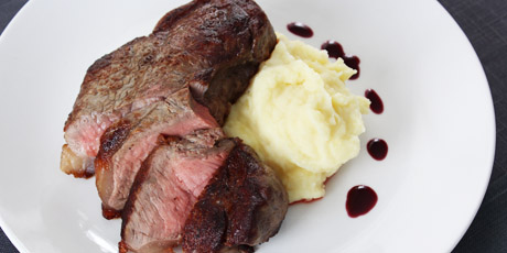 Perfect Pan Steak with Red Wine Sauce