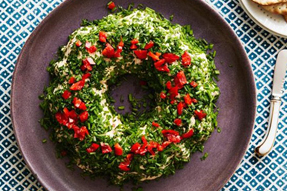 10 Christmas Wreaths That Are Both Decorative and Delicious