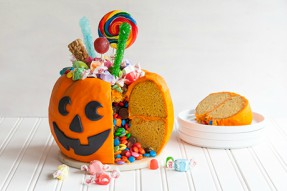 Candy-Filled Pumpkin Pail Cake for Halloween